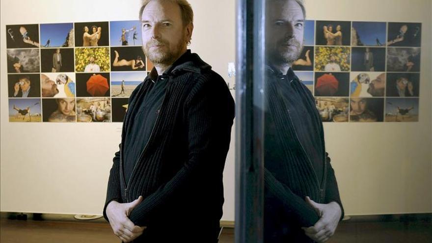 El argentino Mordzinski da la vuelta al mundo en 80 retratos de escritores