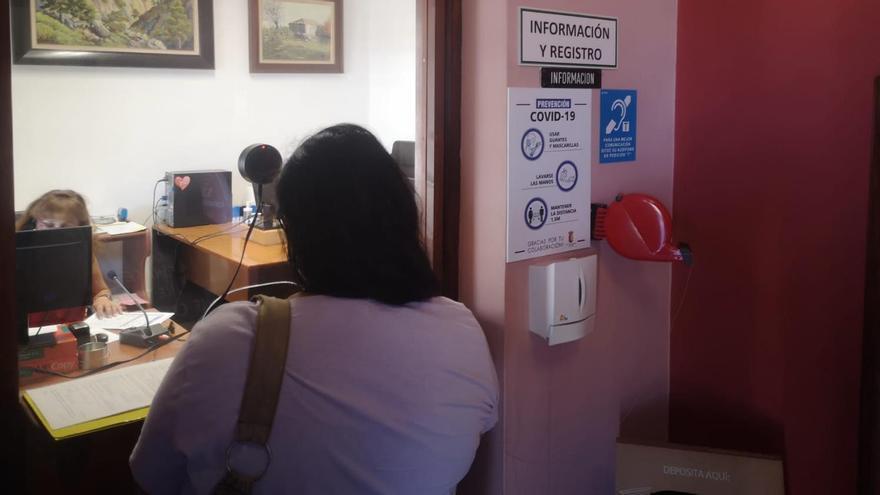 Bucle magnético instalado en el Registro Municipal del Ayuntamiento de El Paso para mejorar la atención a personas con problemas auditivos que utilicen audífonos o implantes cocleares.