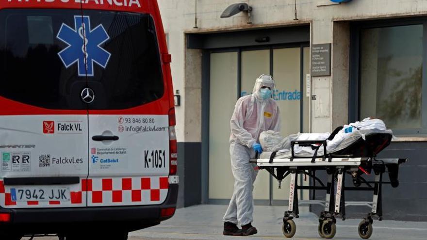 El avance del coronavirus sigue al alza con 6.180 casos y 757 muertos más