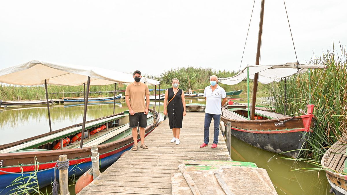 David Ribó (investigador de la UPV), Amparo Aleixandre (técnica del GALP Gandia-Albufera) y José Caballer (presidente de la Comunitat de Pescadors del Palmar).