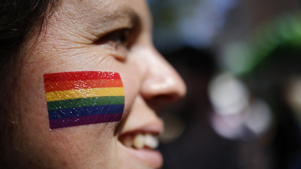 Manifestante durante las movilizaciones con motivo del Orgullo LGTBI en Zurich, Suiza.