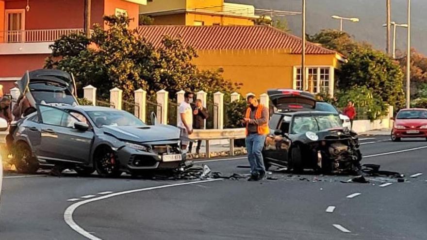 Tres heridos en una colisión de dos coches en El Paso