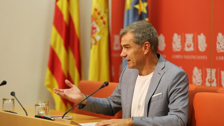 El síndico de Ciudadanos, Toni Cantó, en la rueda de prensa en Les Corts Valencianes.