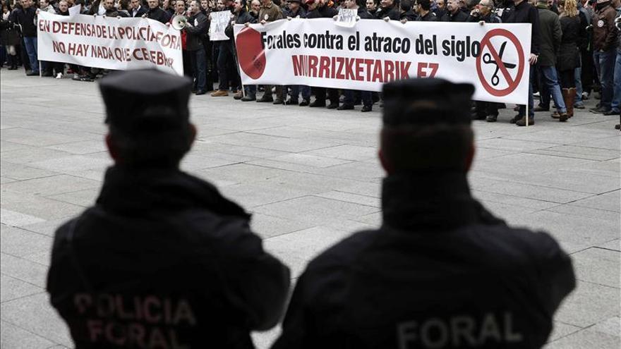 """La Policía foral exige derechos laborales tras el """"recorte"""" unilateral del Gobierno"""