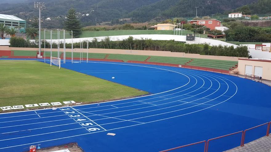 Imagen la recién mejorada pista de atletismo de la Ciudad Deportiva de Miraflores, en Santa Cruz de La Palma.