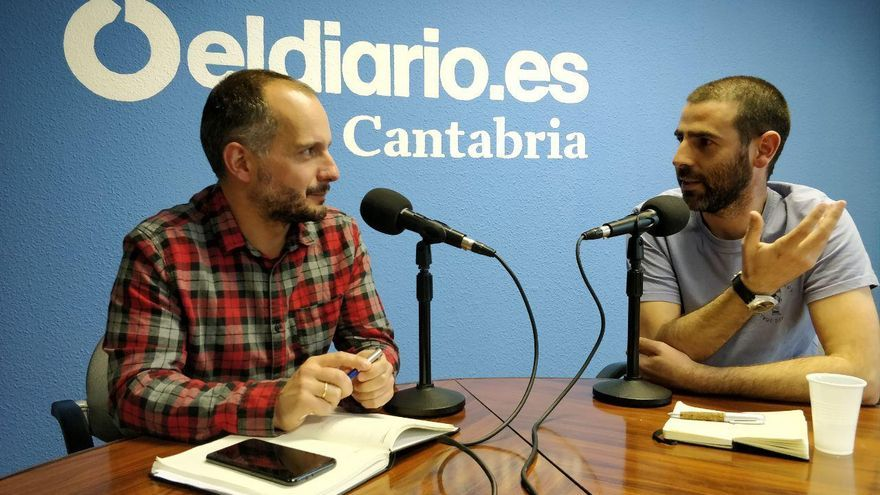 David Gutiérrez, director del podcast 'Límite 1.5', entrevista a Roberto González. | ANDRÉS HERMOSA