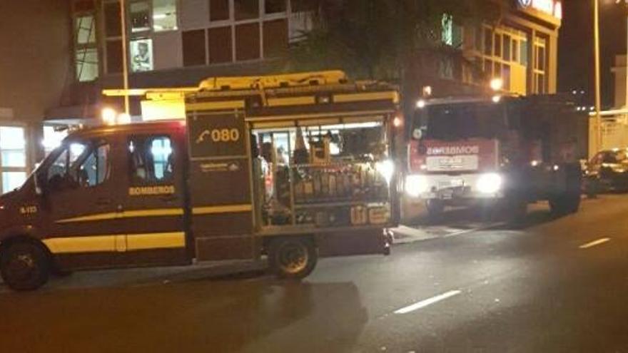 Dos vehículos de Bomberos La Palma del dispositivo que intervenido. Foto: Bomberos La Palma