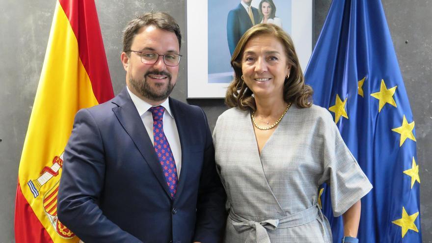 Asier Antona, presidente del PP de Canarias, y Carmen Vela, secretaria de Estado de I+D+i.