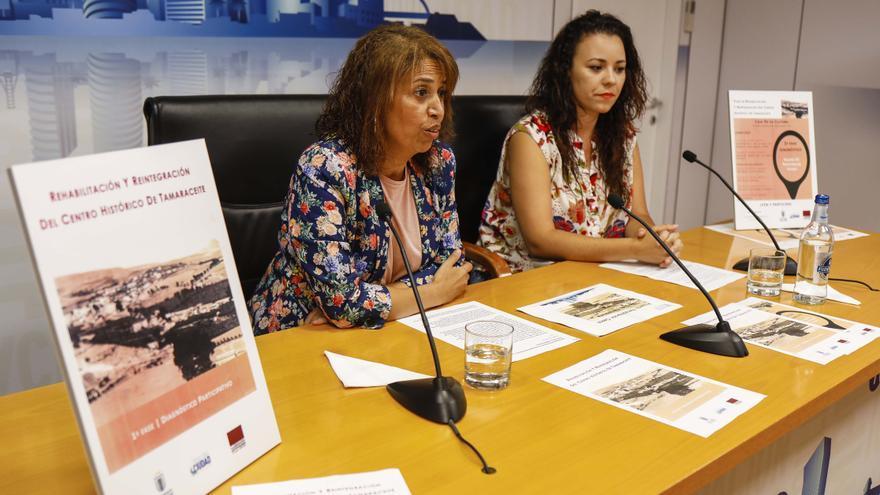 La concejala de Barrios y del Distrito Tamaraceite-San Lorenzo-Tenoya, Mercedes Sanz y la geógrafa Itahisa Chávez
