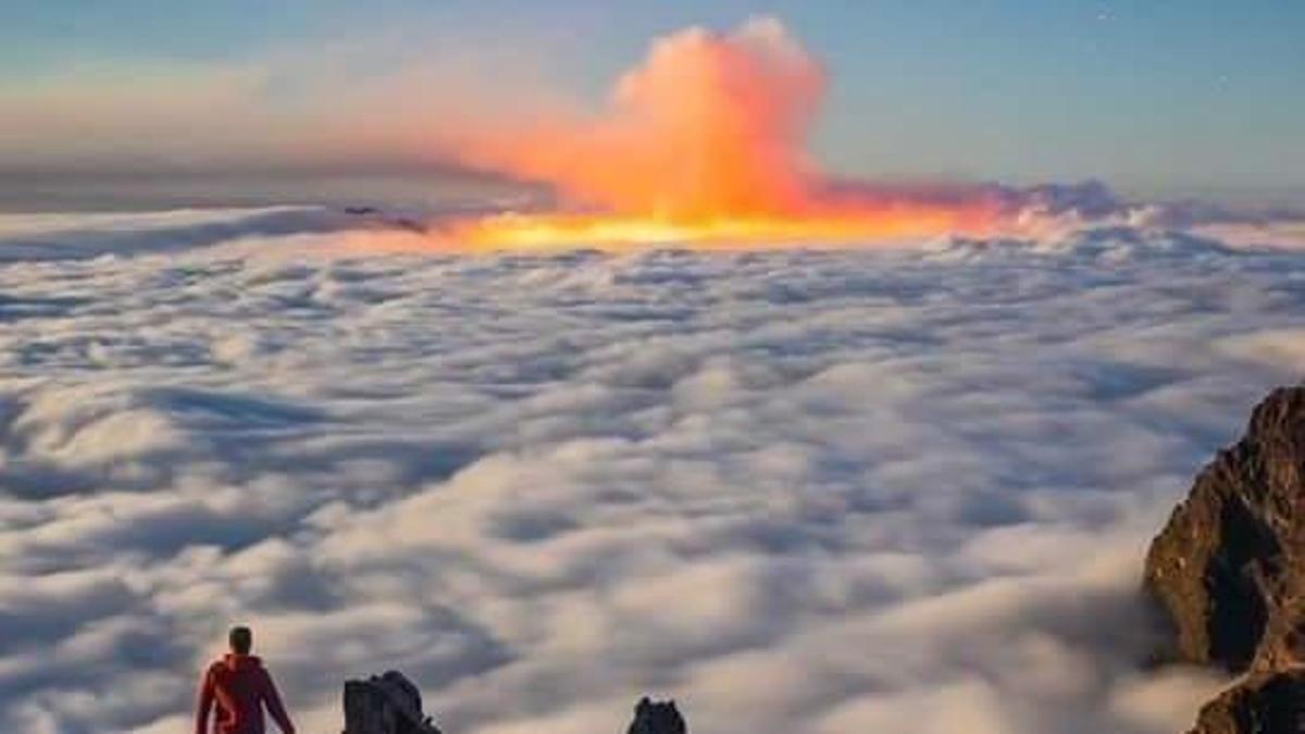 Vista de la erupción en La Palma desde el Roque de Los Muchachos