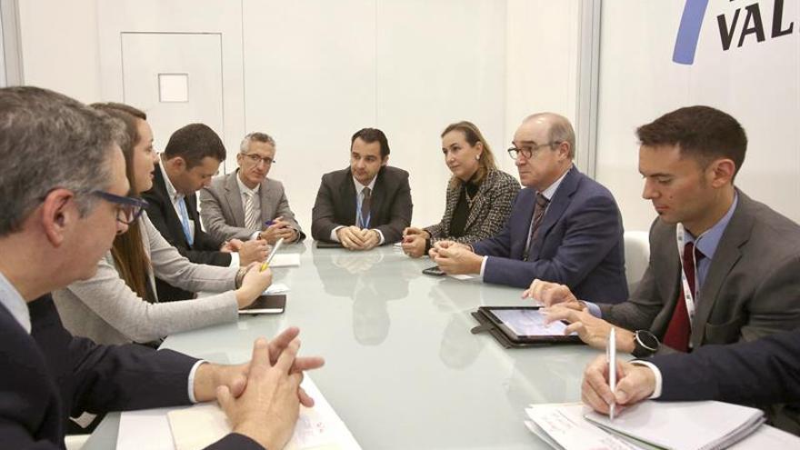 """Alicante aborda los posibles efectos del """"brexit"""" en la provincia con Jet 2 y TUI"""