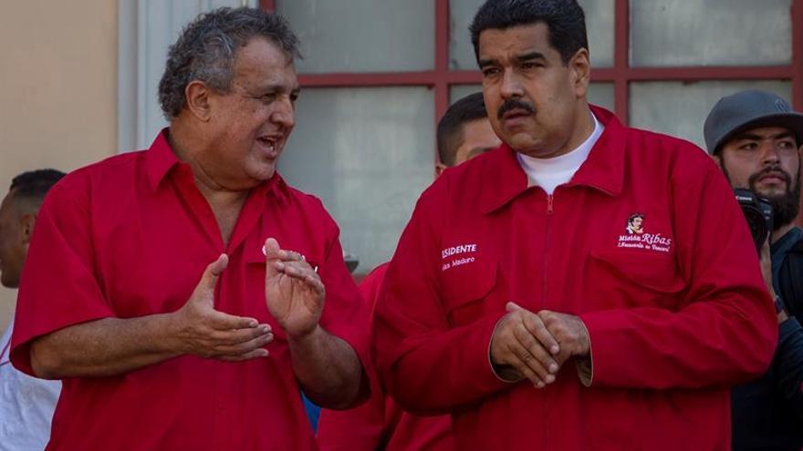 Venezuela firma acuerdos por 2.200 millones de dólares con una petrolera china