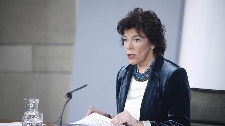 La portavoz del Gobierno, Isabel Celaá, en la rueda de prensa posterior al Consejo de Ministros