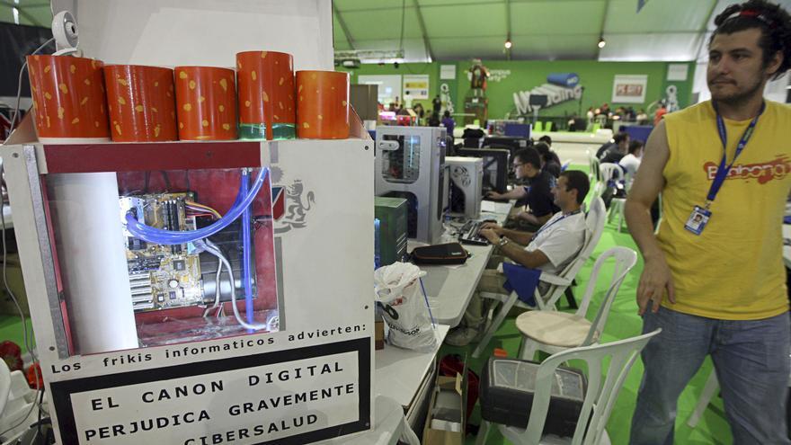 Contra el canon digital en la Campus Party de Valencia del año 2009. Foto: EFE