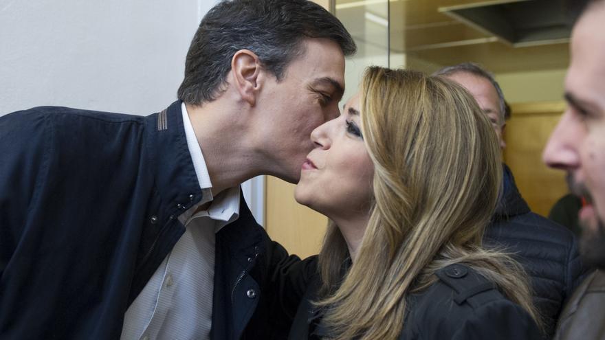 Pedro Sánchez y Susana Díaz se saludan en el comité federal de este 11 de noviembre. Foto: PSOE