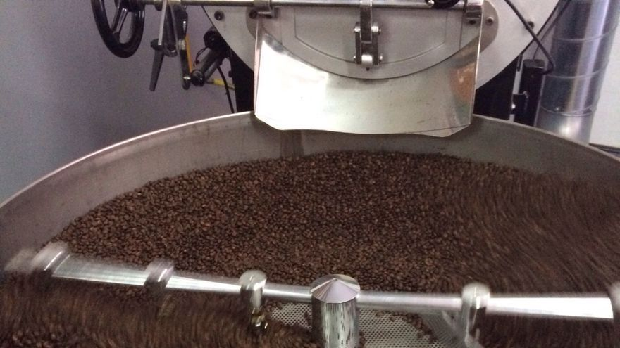 Fase de tostado de los granos de café. Foto: Agroagaete.