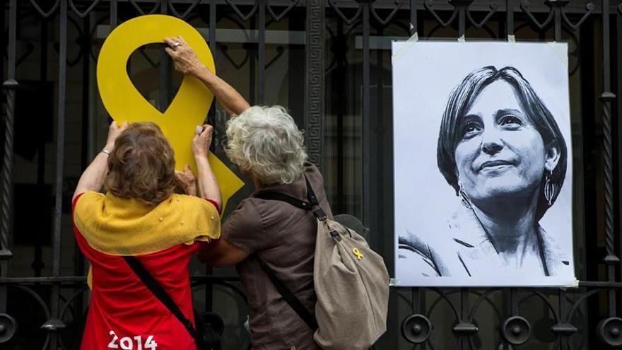 Un millar de personas reclama en Sabadell la libertad de Carme Forcadell