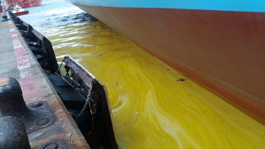 Ecologistas piden explicaciones de unos posibles vertidos contaminantes en el puerto de Algeciras