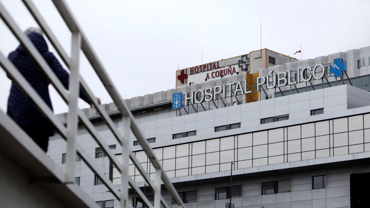 Parte de la fachada del Complejo Hospitalario Universitario de A Coruña (CHUAC).