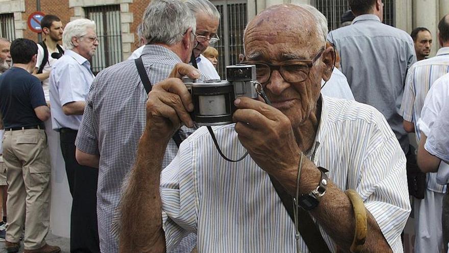 Manuel de Cos, el represaliado que grabó con su cámara testimonios durante más de 30 años en la Esppaña franquista(EFE/GUILLERMO CARNERO)