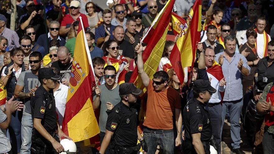 Crece la tensión en el pabellón Siglo XXI al aumentar los manifestantes