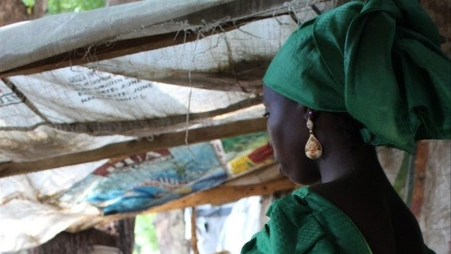 Samira, de 15 años, fue capturada en su casa en Camerún cuando tenía 13 años. Finalmente fue llevada a Maiduguri y se ha quedado con Binta * durante 2 meses. Tiene nueve meses de embarazo después de casarse con uno de los insurgentes.
