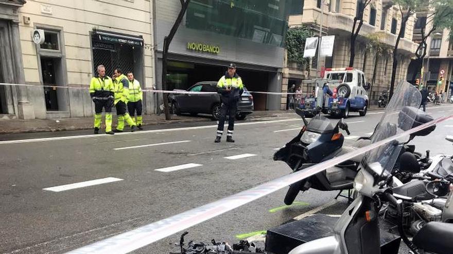 Una niña herida grave en Barcelona al arrollar un coche a varios peatones en Barcelona