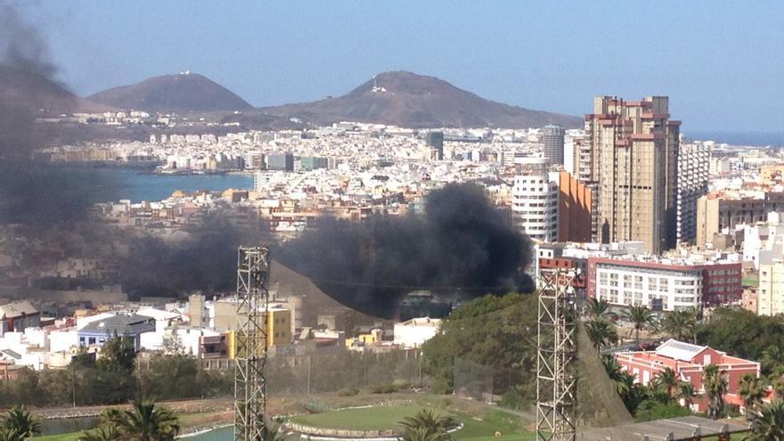 Incendio en Guanarteme (Twitter @teresacardenes )