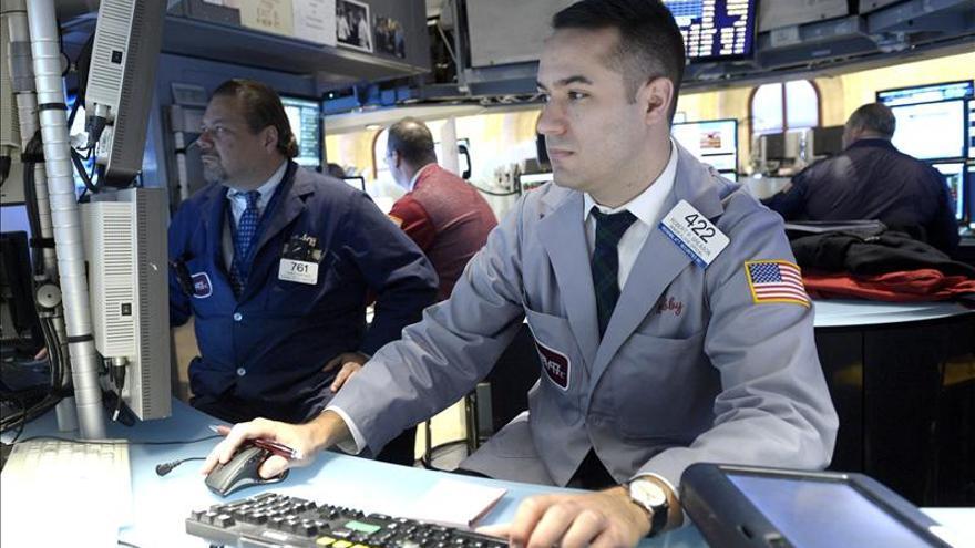 Wall Street al alza, y Nasdaq rebasa 4.000 puntos por primera vez desde 2000