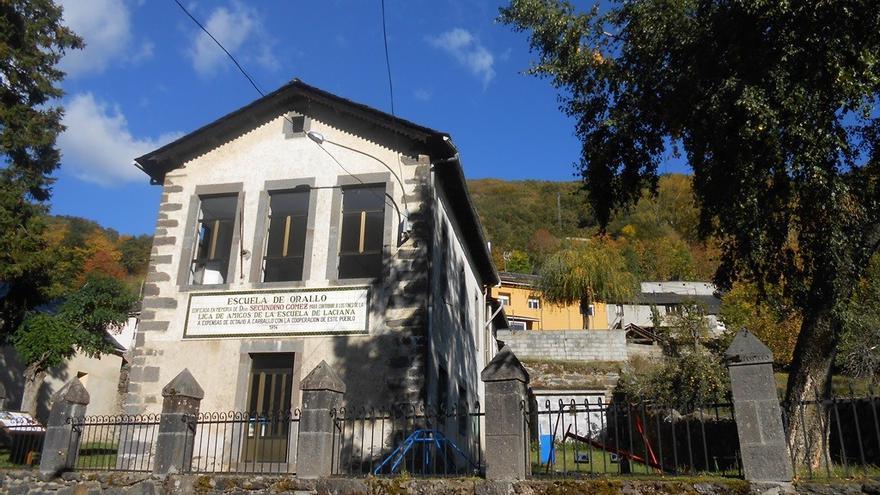 Una imagen de archivo de la Escuela de Orallo, entidad local menor de Villablino