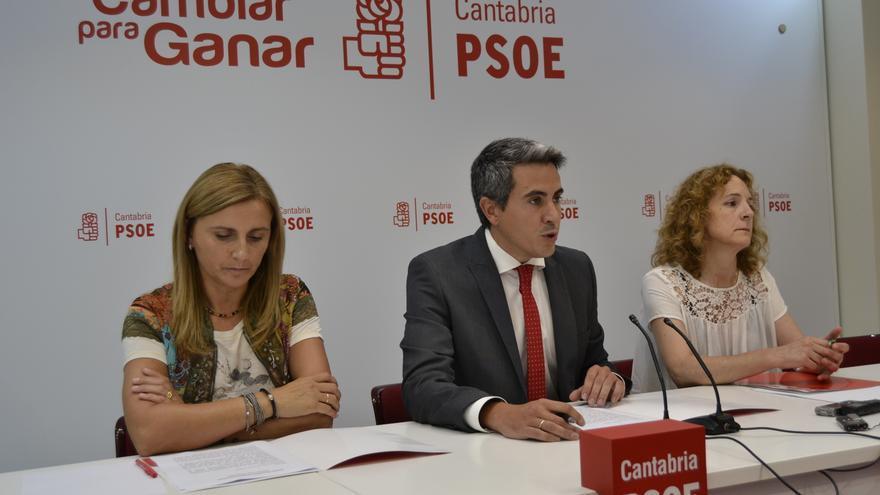 Zuloaga, junto a la secretaria de Organización, Noelia Cobo, y de Política Institucional, Isabel Fernández. | R.V.