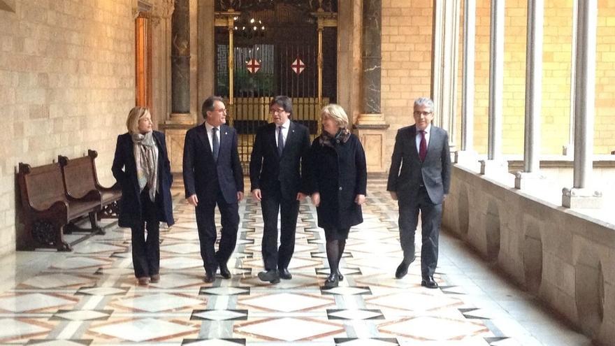 """Puigdemont dice que la gente se emociona votando y se """"indigna"""" con decisiones del TC"""