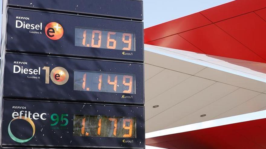 Los carburantes suben más del 1 % a las puertas del puente de diciembre
