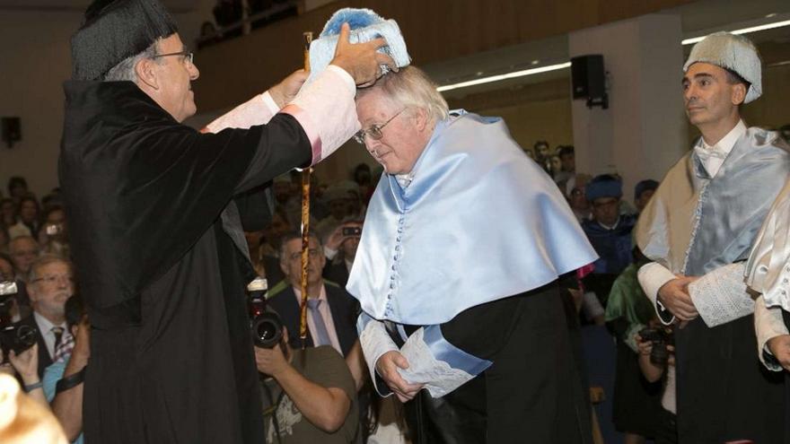 Momento del acto de investidura como Doctor Honoris Causa al historiador e hispanista / GobEx