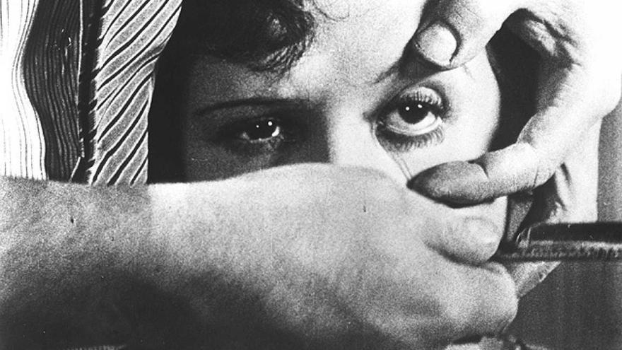 La célebre escena del ojo de 'Un perro andaluz', una de las películas que ahora se pueden ver abiertamente
