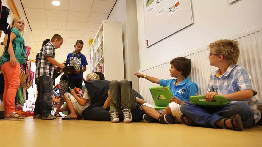 Las escuelas holandesas cambian el color de los pajes de San Nicolás por los tintes racistas