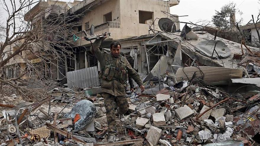 Artillería turca y cazas destruyen 15 posiciones del Estado Islámico en Siria