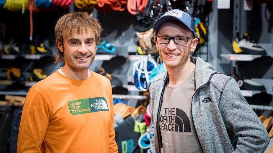 Eneko Pou e Iker Pou en la tienda Vértic.
