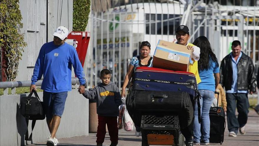 Más mexicanos regresan a México que los que emigran a EE.UU., según un estudio