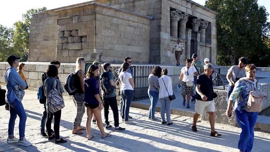 CCOO y UGT protestan contra la precariedad laboral en Día Mundial del Turismo