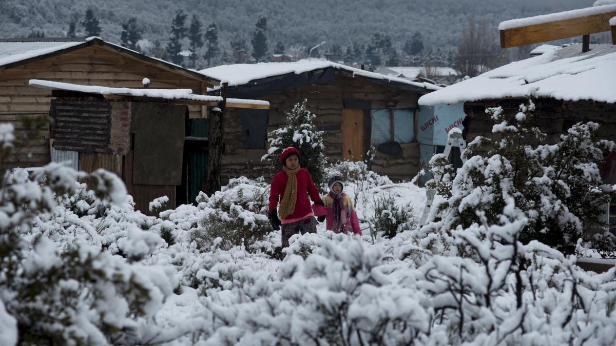 Postal del pasado invierno: Bariloche con nieve en agosto. Algo que esta vez no encuentran los turistas.