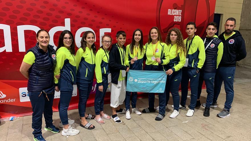 Integrantes del Club Escuela TKD La Laguna que viajaron a Alicante.