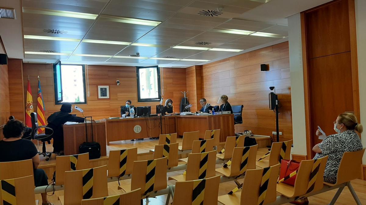 Juicio por el despido de una empleada de la Cámara de Comercio de Castelló.