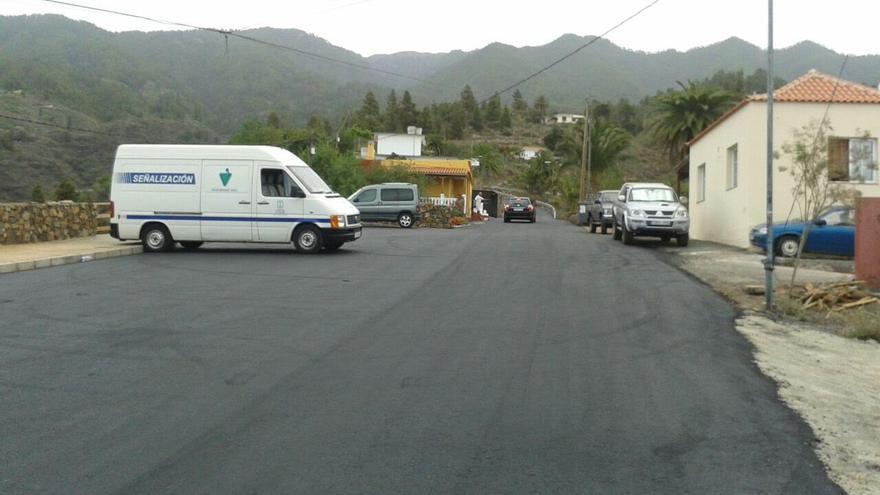En la imagen, un tramo repavimentado de la carretera de acceso al barrio de El Jesús, en Tijarafe.