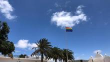 Bandera LGTBI+ izada en Teguise