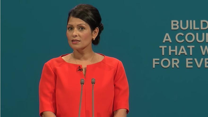 La ministra Priti Patel no comunicó a Theresa May sus reuniones en Israel