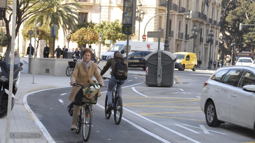 Ciclistas en el anillo ciclista