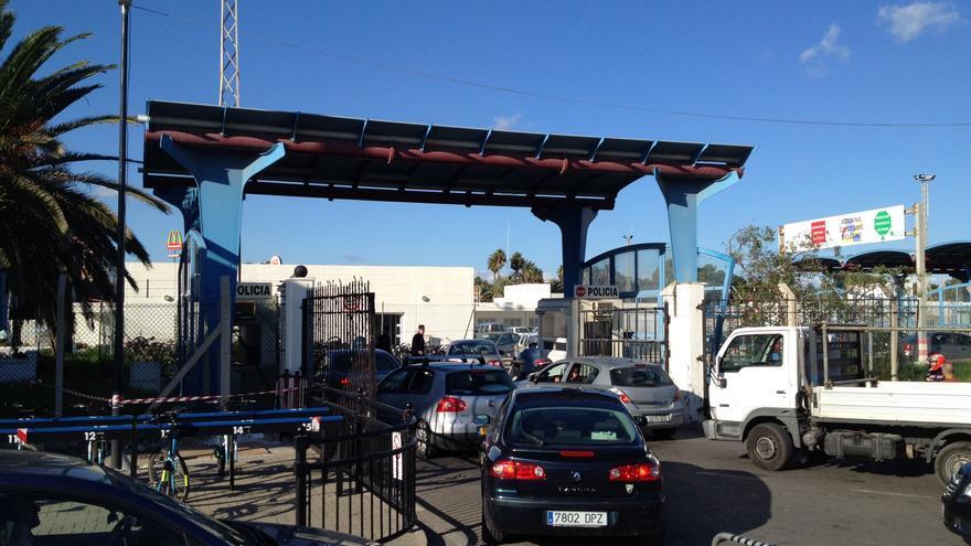 La alcaldesa de La Línea (Cádiz) pide de nuevo al subdelegado que se supervisen las colas de acceso al Peñón