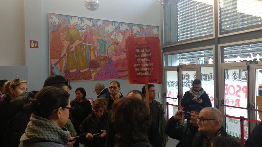 La PAH y el Sindicato de Inquilinos ocupan la sede del PSC de la calle Pallars, en Barcelona