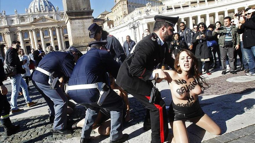 Femen protesta en el Vaticano contra la visita del papa a Estrasburgo